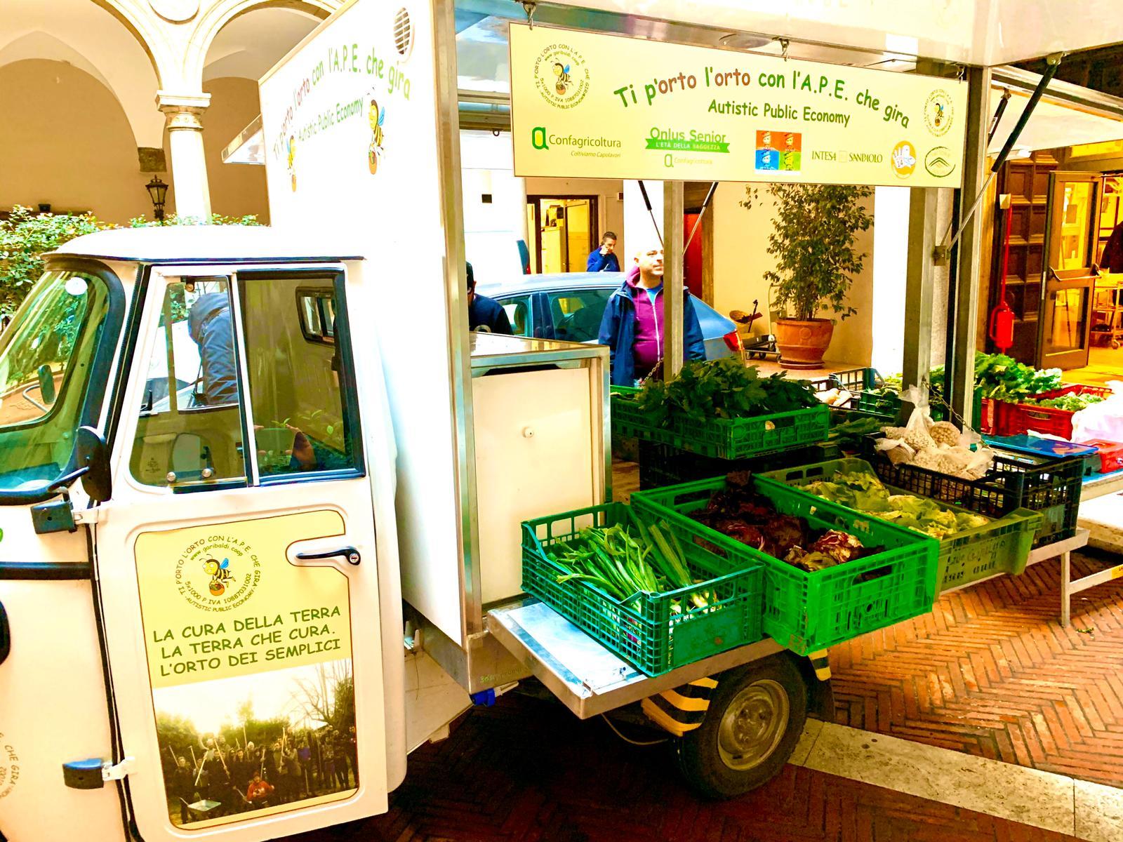 La nostra Ape nella sede di Confragicoltura per la vendita dei prodotti raccolti